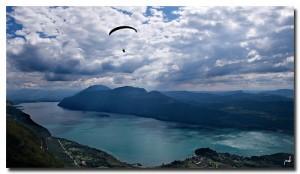 Vue sur le lac du Bourget, en Savoie. Décollage du Sapenay